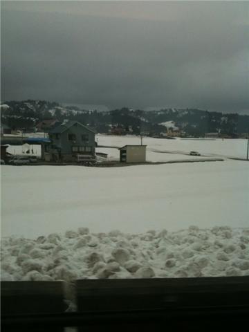 車窓 新潟の雪